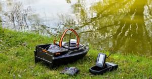Speedy bait boat with fishfinder